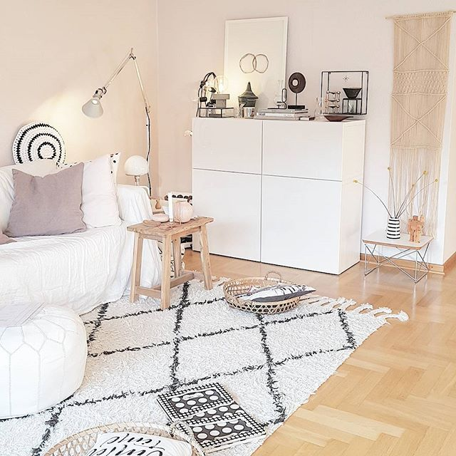 "Workspace Goals � on Instagram: ""All white #workspacegoals + regram from @maddvv ️��️ This workspace belongs to Madelene, a graphic design student with a beautiful blog!…"""