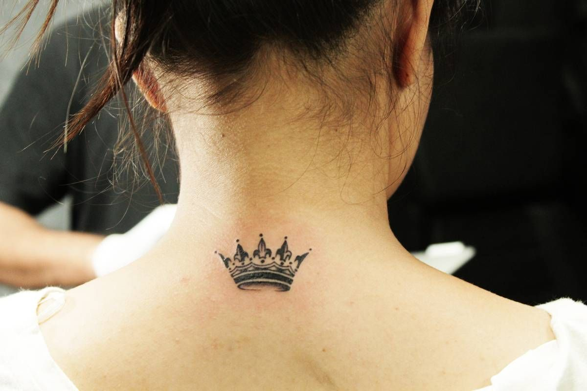 Minimalist Tattoo Ideas Designs That Prove Subtle Things Can Be The Most Beautiful Black Poison Ta Tiara Tattoo Crown Tattoos For Women Crown Tattoo Design