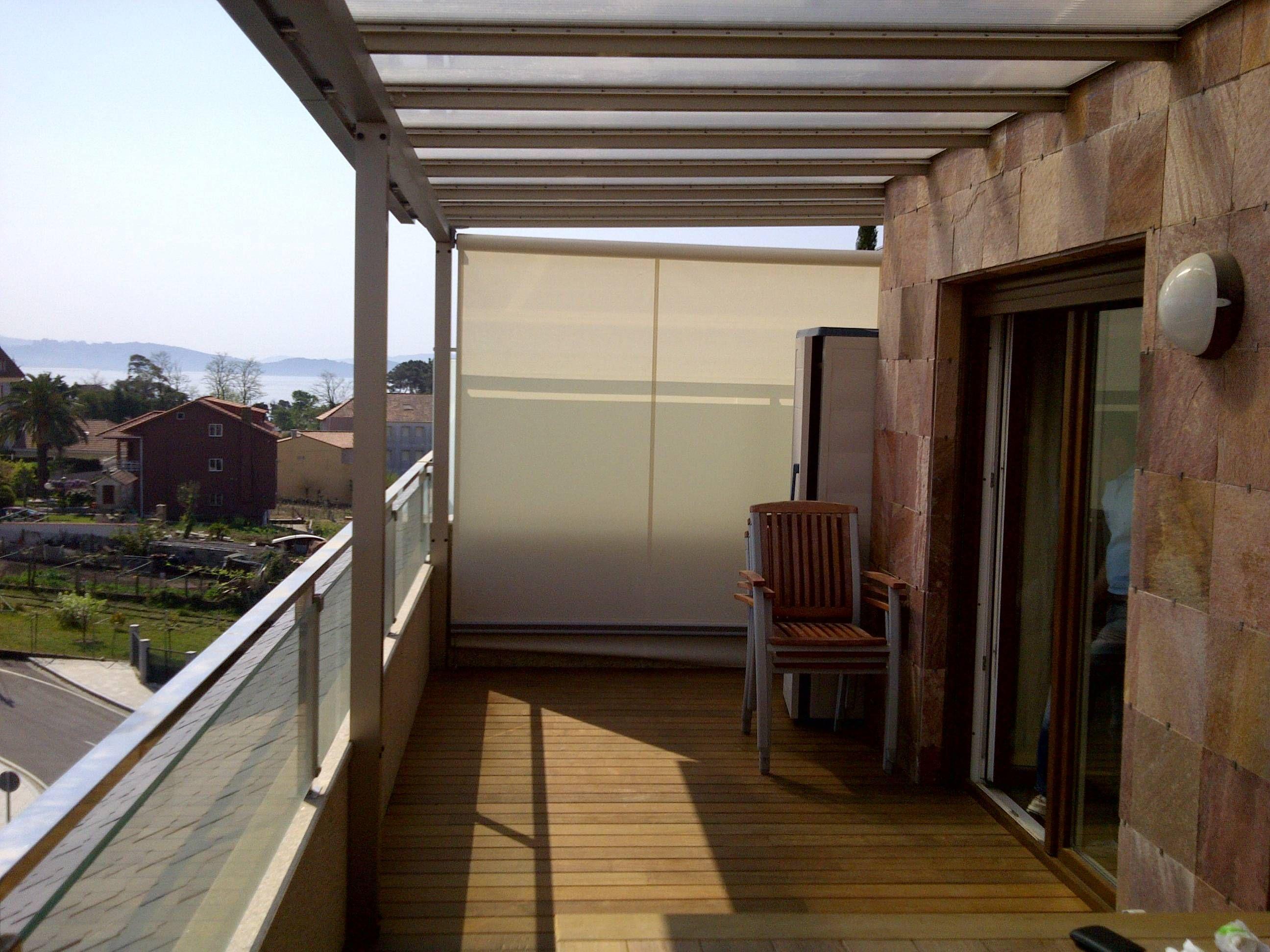 Toldo lateral cortavientos en terraza sistemas de protecci n solar toldo cofre toldo - Toldos para aticos ...