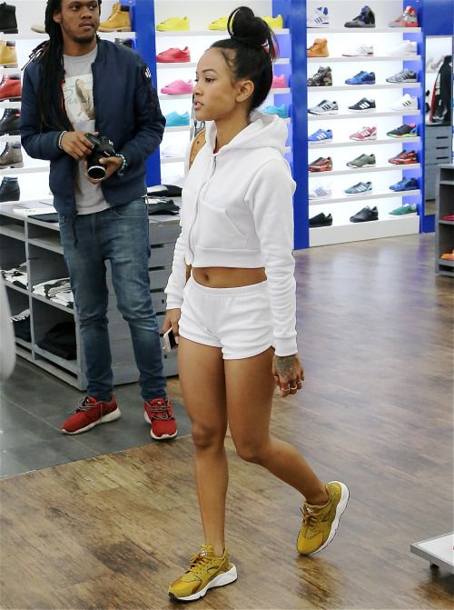 "e09bd397c3670 Karrueche Tran with the goddamn gorg Nike Air Huarache Run ""Bronzine""  trainers"