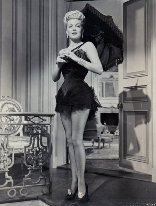 Lana Turner in The Merry Widow (1952) | Edwardian Corsets ...