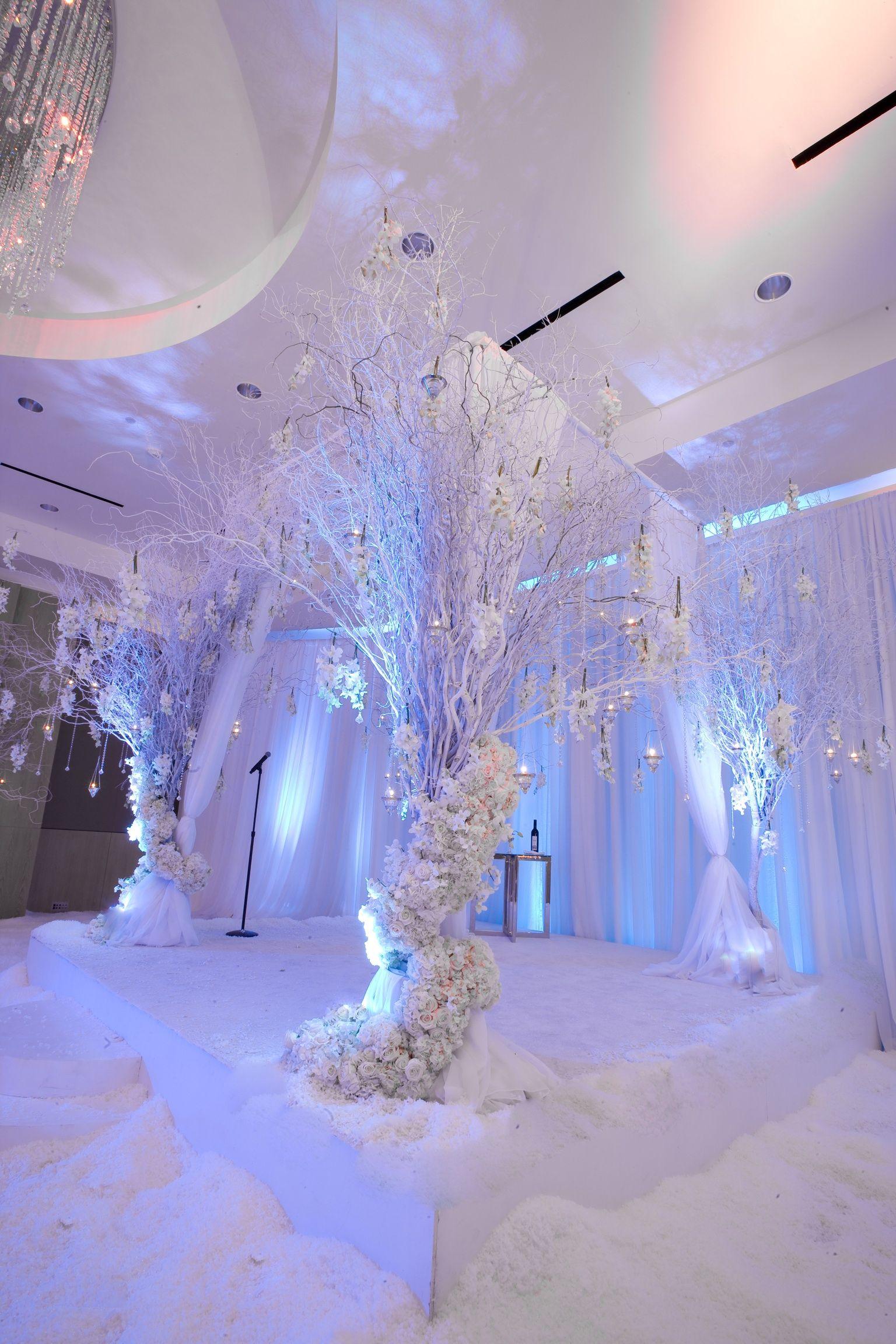 white weddingstage Winter wonderland wedding theme