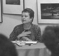 """Celia Amorós fue Filósofa y teórica del feminismo, es una de las pensadoras feministas más importantes de la actualidad abanderando el llamado """"feminismo de la igualdad"""". Imparte su cátedra en la Universidad Complutense de Madrid. Ha trabajado en un nuevo enfoque desde la perspectiva de genero de la filosofía, poniendo de manifiesto los sesgos androcéntricos."""
