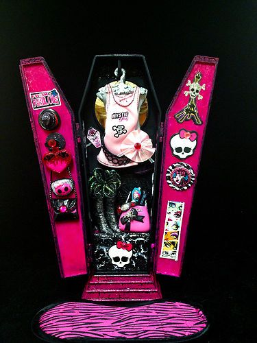 Monster High Coffin Cross Closet Rug Attached Accessories Ebay