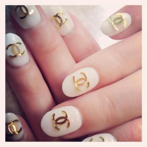 Gold Chanel Symbol On White Nails Chanel Nails Cute Nails Nails