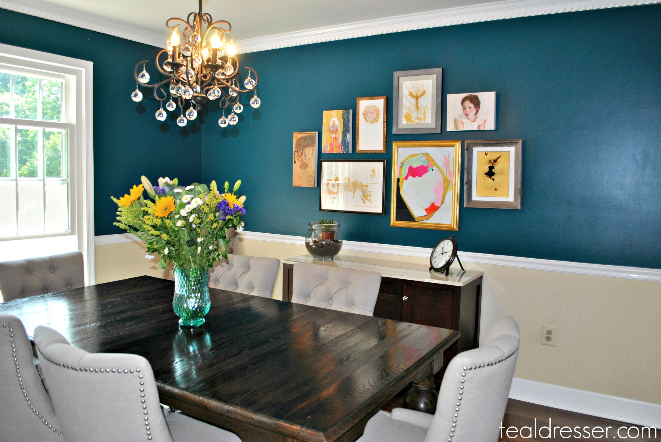 Teal rooms teal in the dining room decor ideas for Teal dining room decorating ideas