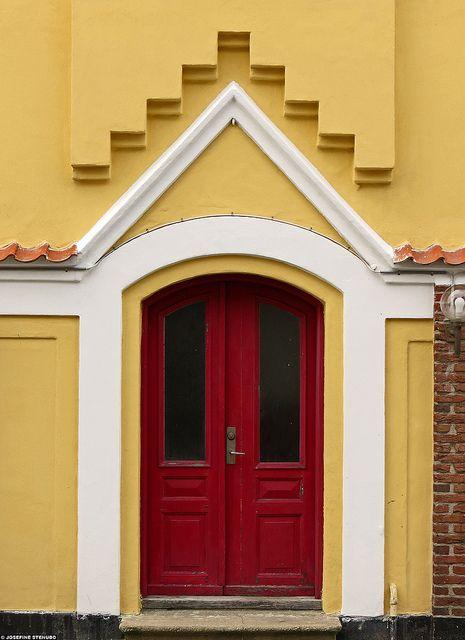 20120316_03 red door & yellow house | best yellow houses, denmark