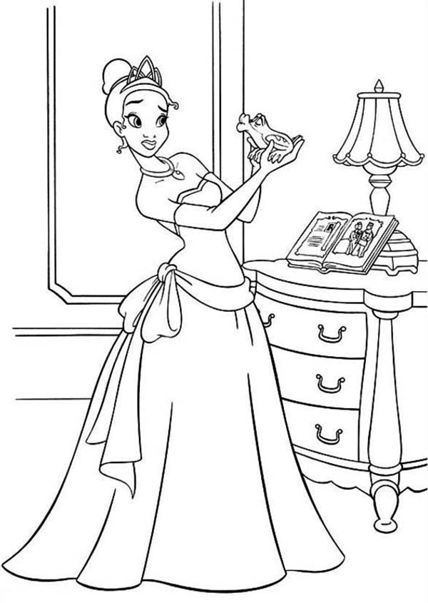 Princess Tiana Bring Frog Her Room In Princess And The Frog Coloring Pages Bulk Colo In 2020 Frog Coloring Pages Disney Princess Coloring Pages Disney Coloring Pages