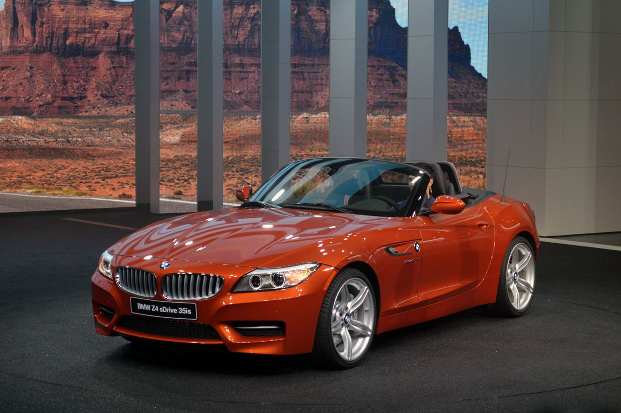 The 2014 bmw z4 unveiled at the detroit auto show offers minor refinements with a majorly