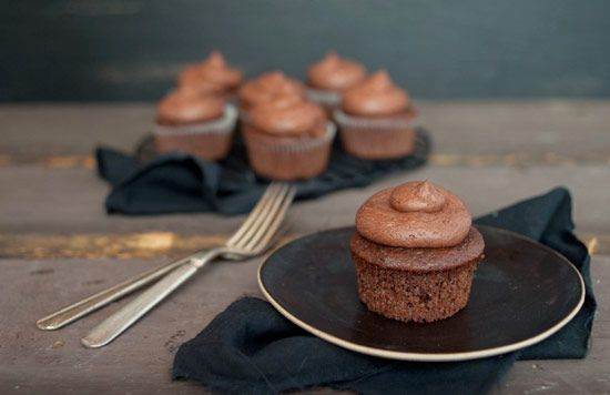 Chocolate Mascarpone Cupcakes with secret mascarpone filling and topped with chocolate buttercream #cupcakerecipes http://thecupcakedailyblog.com/chocolate-mascarpone-cupcakes/