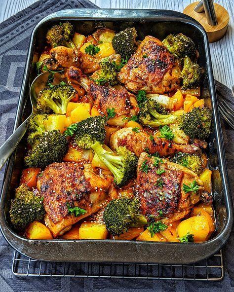 Honey-garlic Chicken mit Brokkoli und Kartoffeln aus dem Ofen - Rezepte - Kochrezepte - Kochen - Instakoch.de #gesundesessen