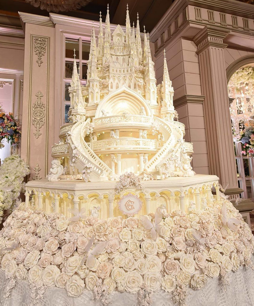 chelsea olivia wedding cake the grandest castle wedding cake glenn alinskie and 12635