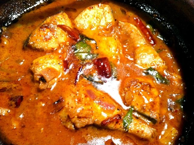 Wow eye catching colors :) - 2件のもぐもぐ - Seer Fish Curry by Jagath De Silva