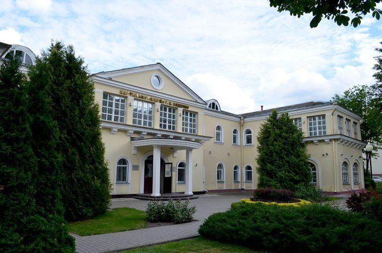 Pin By Irina Plish On Hochu Zdes Pobyvat House Styles Mansions Home Decor