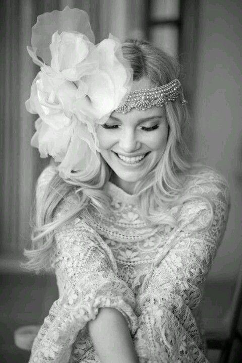 Uso de maxi complementos en cabello #Perlas #Flores #Años20's