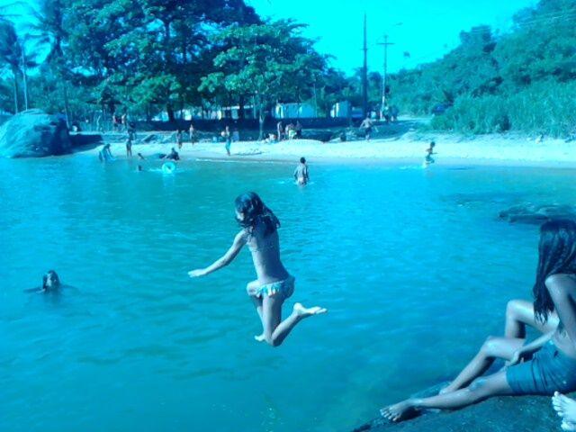 Neta mergulhando