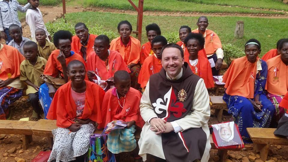 Los frutos de nuestra misión en África se debe a las oraciones de todos ustedes. Dios les pague!!!