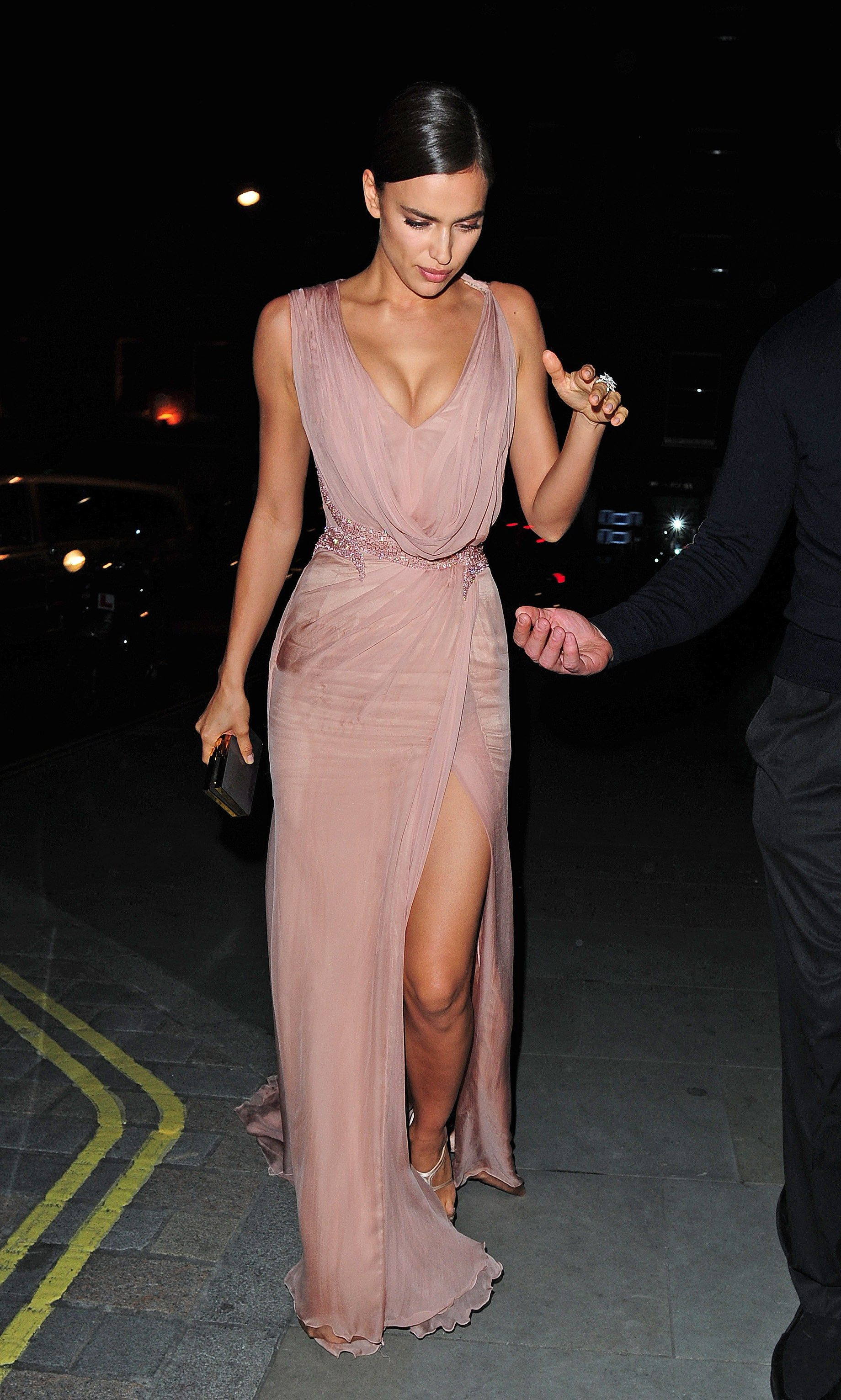 Los looks de la semana | Irina shayk, Silk chiffon and Gowns