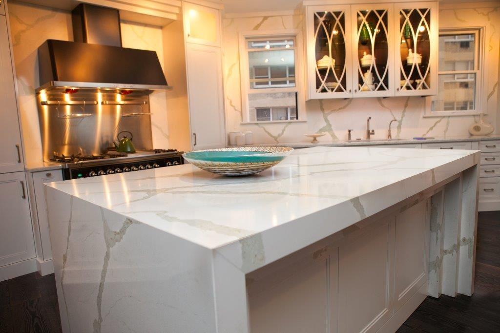 Bq8270 Calacatta Kitchen Vicostone Quartz Surfaces Pinterest Calacatta Quartz Counter And
