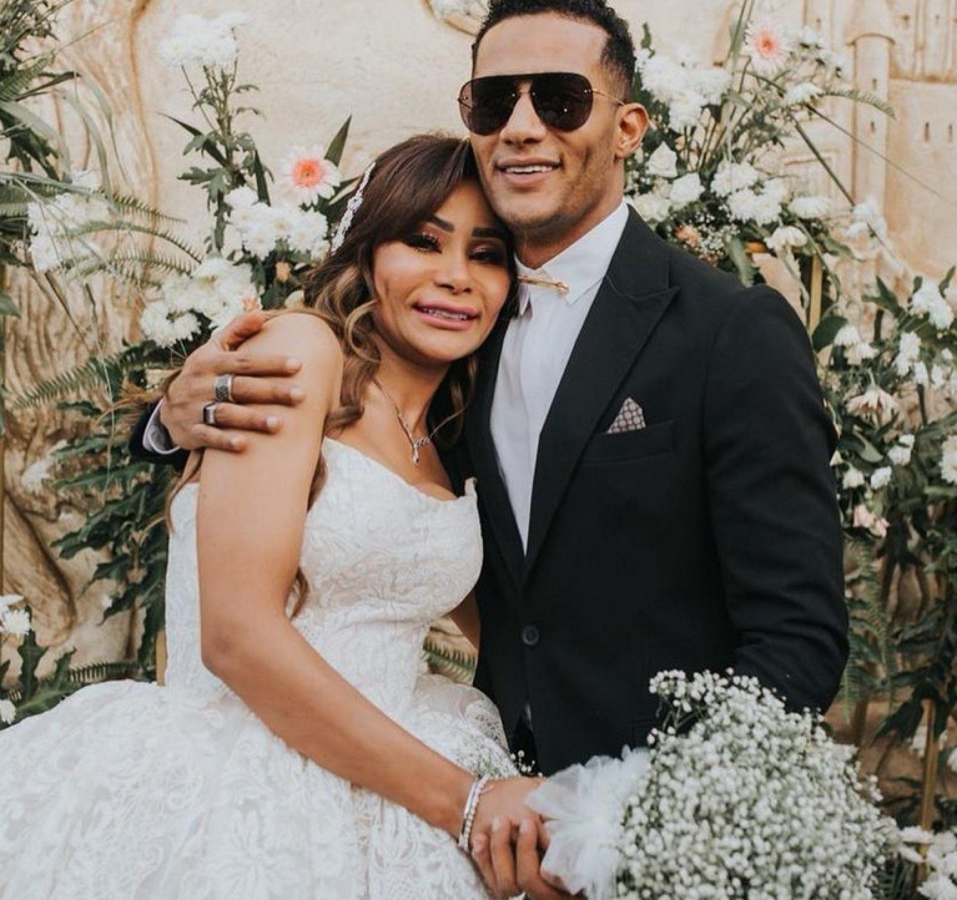 بالصورة تعرفوا إلى الزوج الأول لشقيقة محمد رمضان مجلة لها استعاد عدد من الحسابات الناشطة على تطبيق الصور والفيديوهات إنستغ Wedding Dresses Dresses Wedding