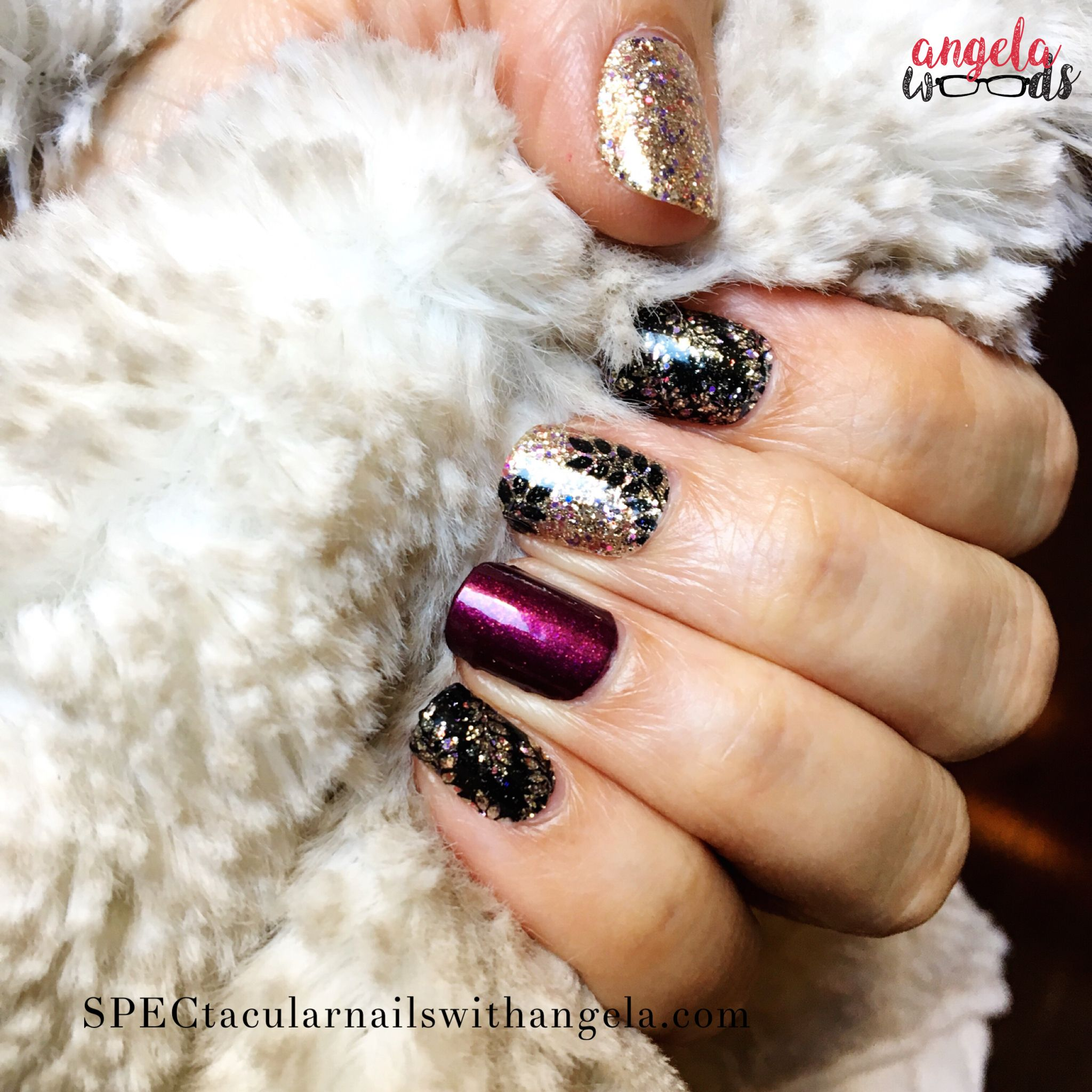 this gorgeous manicure is done with color street laurel