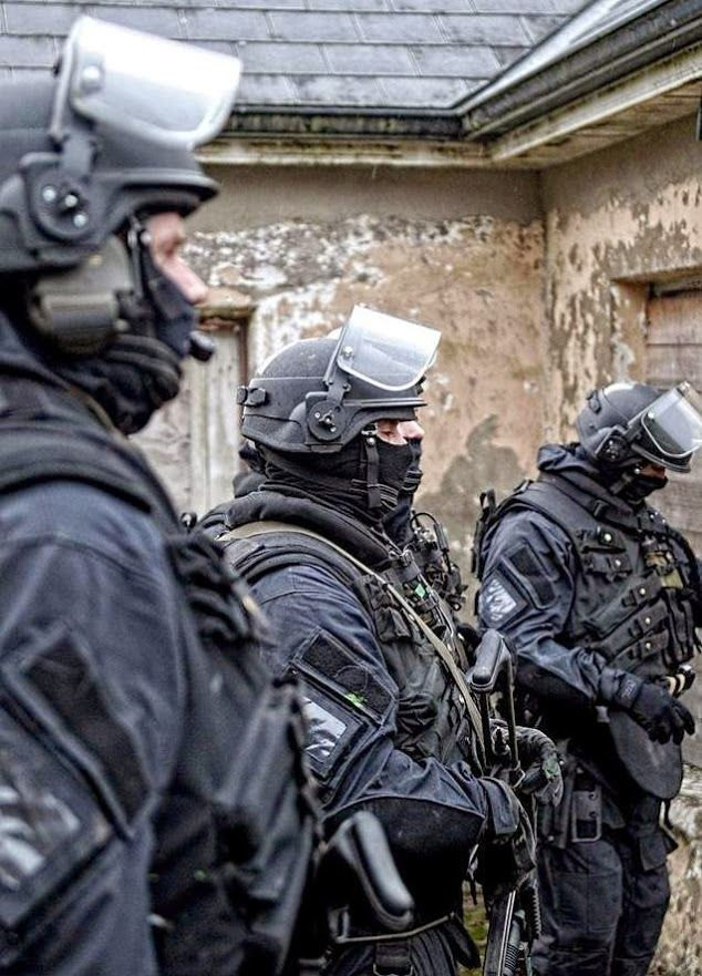 irish army ranger wing arw weapons military special forces