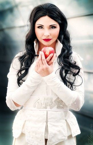 Snow White (Once Upon a Time) pinned from http://animexx-en.onlinewelten.com/cosplay/thema/6161_Once_Upon_A_Time/order_0_0/549538/?js_back=1