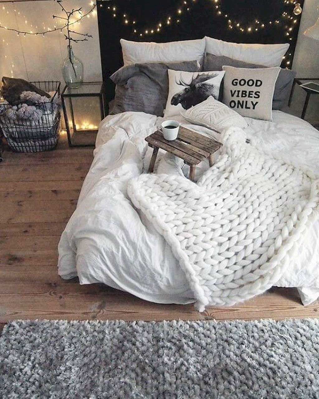 35 Cute Apartment Bedroom Room Decor Ideas Bedroom Decor Cozy Bedroom Decor For Couples Bedroom Vintage