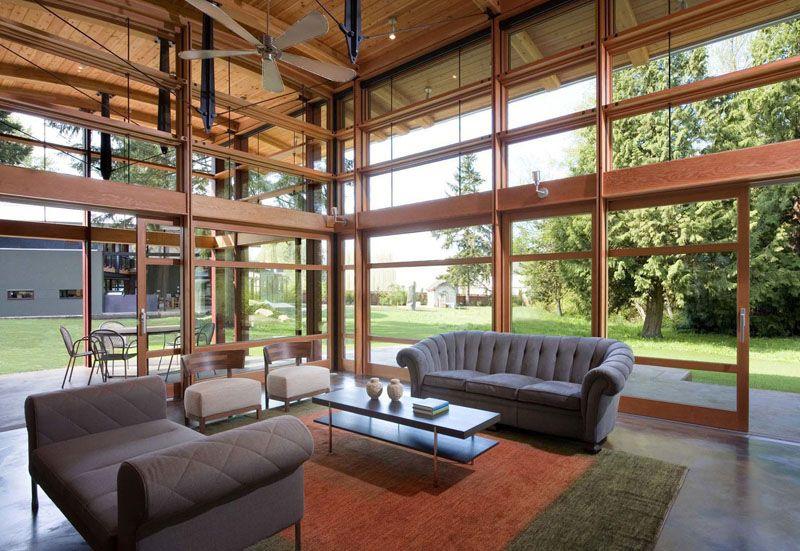 diseo de casa de campo moderna de un piso techos curvos a doble altura y grandes ventanas rompen arquetipos en construccin rural