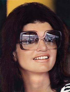 jackie Kennedy et ses fameuses lunettes mouches Plus. Sunglasses  Jackie  started the trend that keeps on going 61decb3a5019