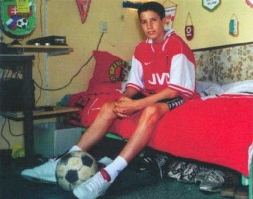 Young Robin Van Persie as a boy, poses In his Arsenal Shirt ...