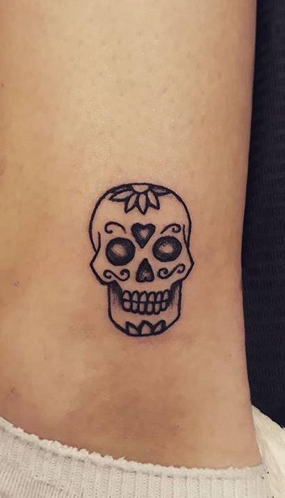 100 Unique Sugar Skull Tattoos Designs Ideas Tattoo Me Now In 2020 Sugar Skull Tattoos Skull Finger Tattoos Skull Tattoos