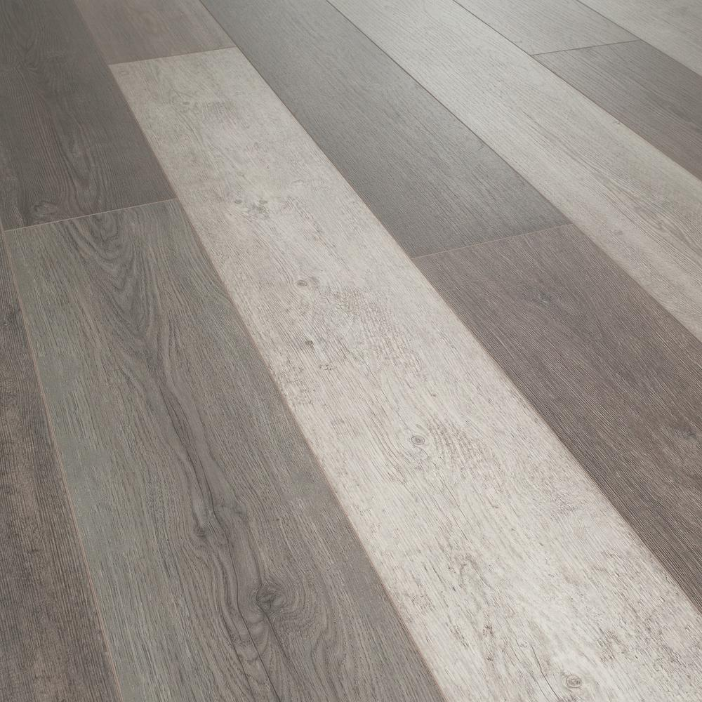 Helvetic Floors Water Resistant Zermatt Oak 12mm Thick Laminate Flooring 14 33 Sq Ft Case Hv05 The Home Depot Oak Laminate Flooring Laminate Flooring Flooring
