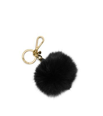 Our fur keychain is one glamorous good luck charm. Designed in soft fur with gilded hardware, it promises to add a dose of polished personality to any handbag.