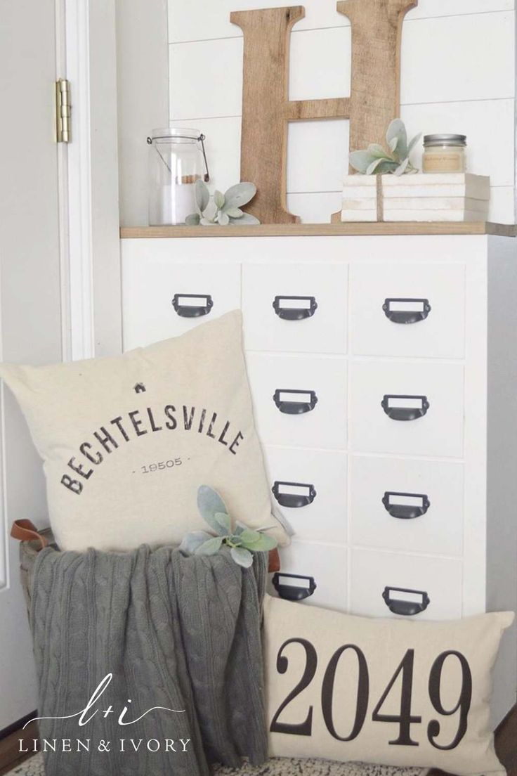 Personalized entryway pillows with your city, state and house number. Perfect as a housewarming gift or a finishing touch to your home decor. (photo: @littlehouseon100) #hometown #entryway #pillows
