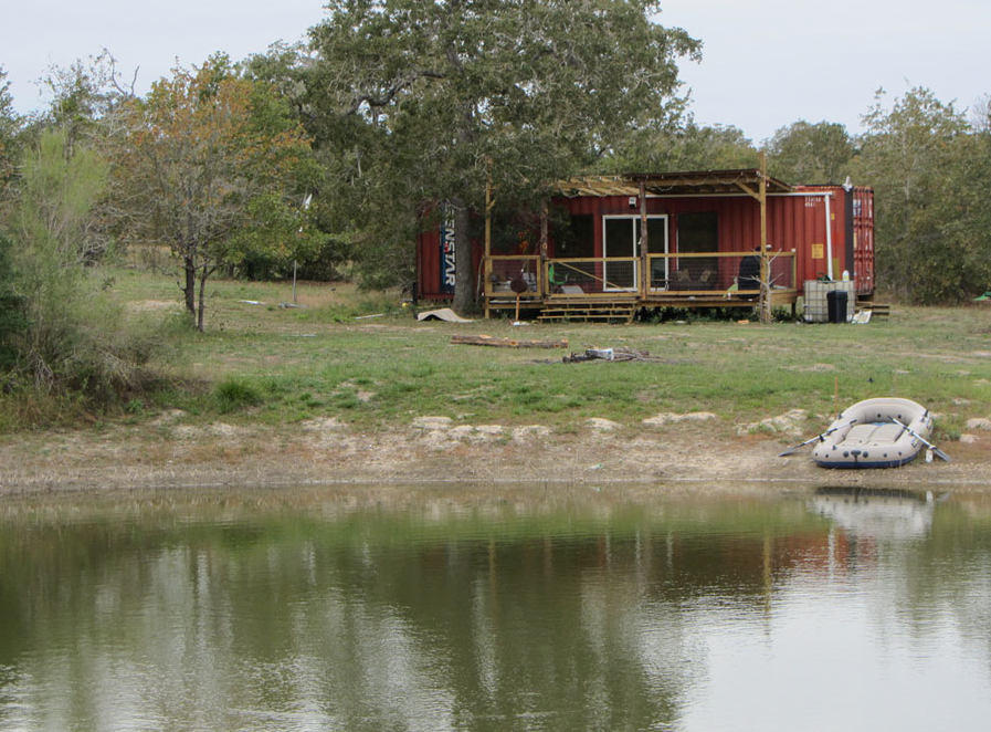1x+40ft+Shipping+Container+Family+Home+-+Wendy+Bowman+-+Fords+Prarie,+Texas,+(2).png (897×662)