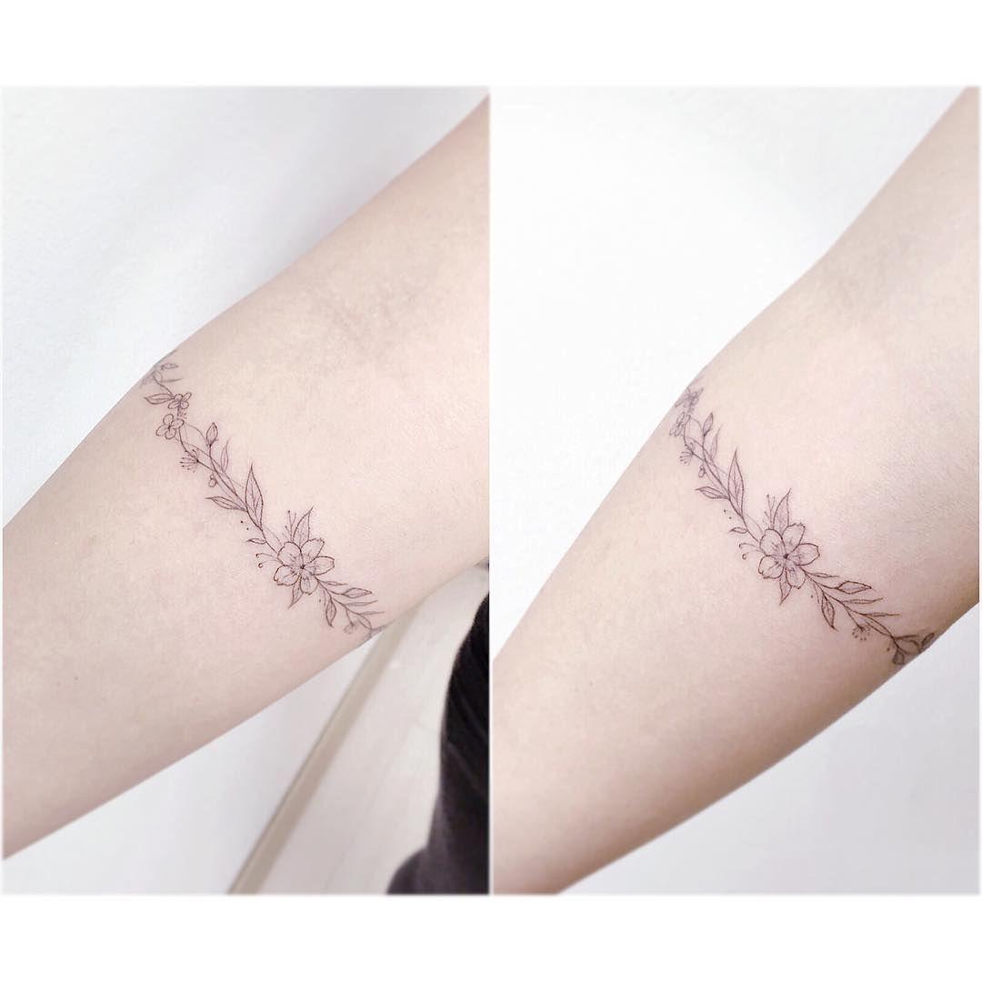 Flower bracelet 꽃찌 tattooistbanul tattoo tattoos equillatera