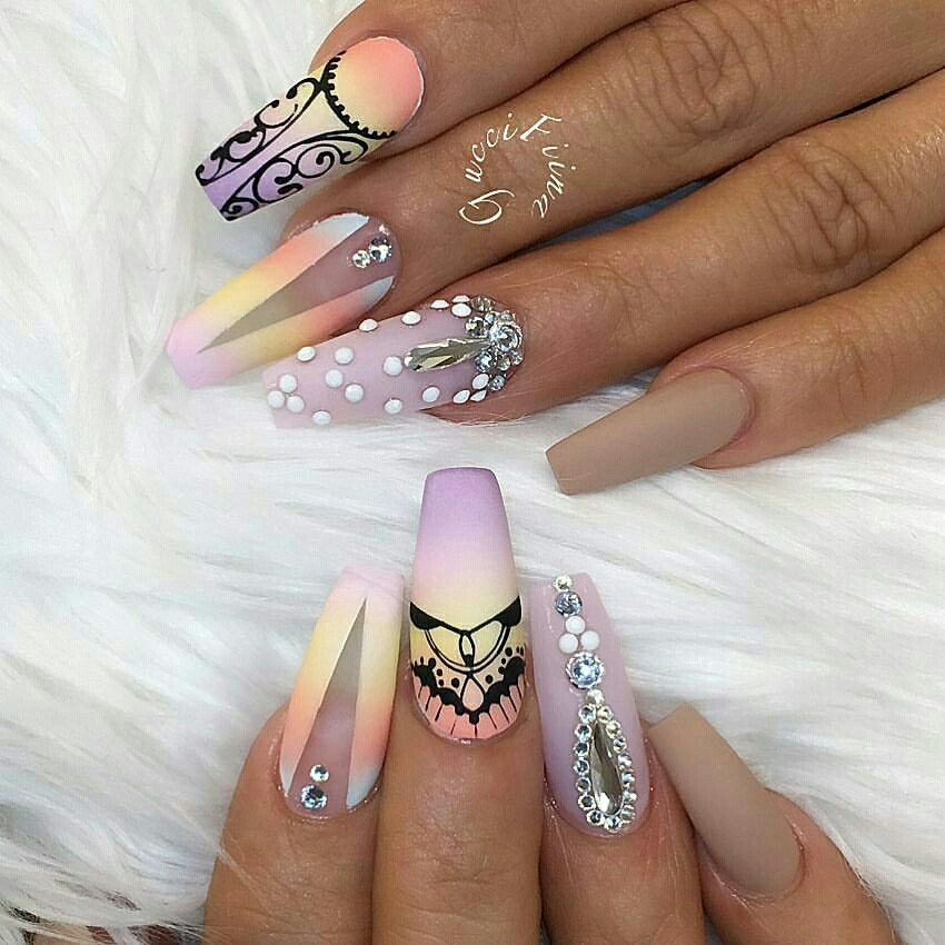 Ig Amoyr Piinĸ Swag Nails Crystal Nails Stylish Nails