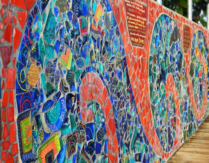 Spectacular mural made from broken pottery see it along for Arts and crafts mural