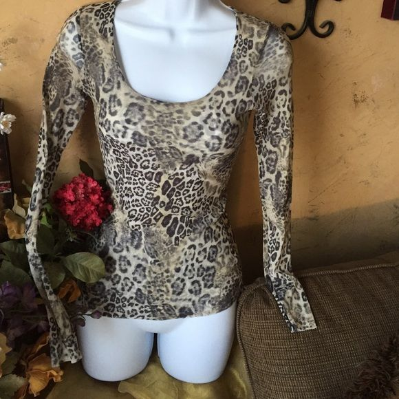 Bebe animal print stretch top XS Condition fitted stretchy animal print top by designer Bebe. Slight sheer fabric is perfect over a tank top it's great for traveling it does not wrinkle. Cute with jeans or a skirt!  bebe Tops Tunics