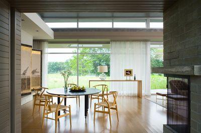 https://www.1stdibs.com/photo/minimalist-living-room/502763/