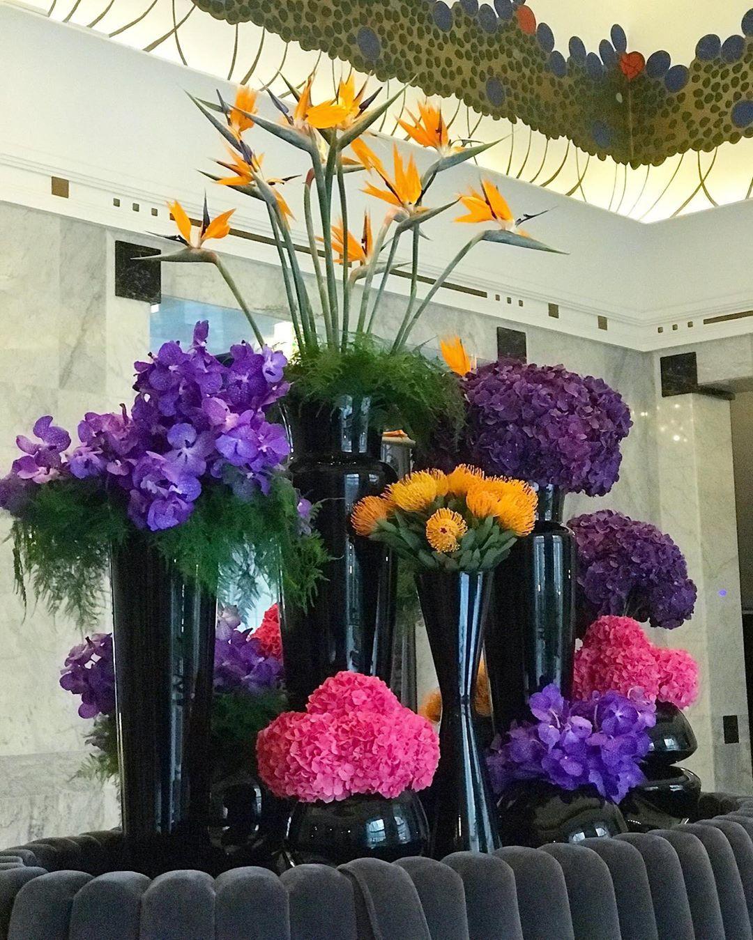 Czarne Wazony Szklane W Hotelu Glass Vase Inspiration Home Decor