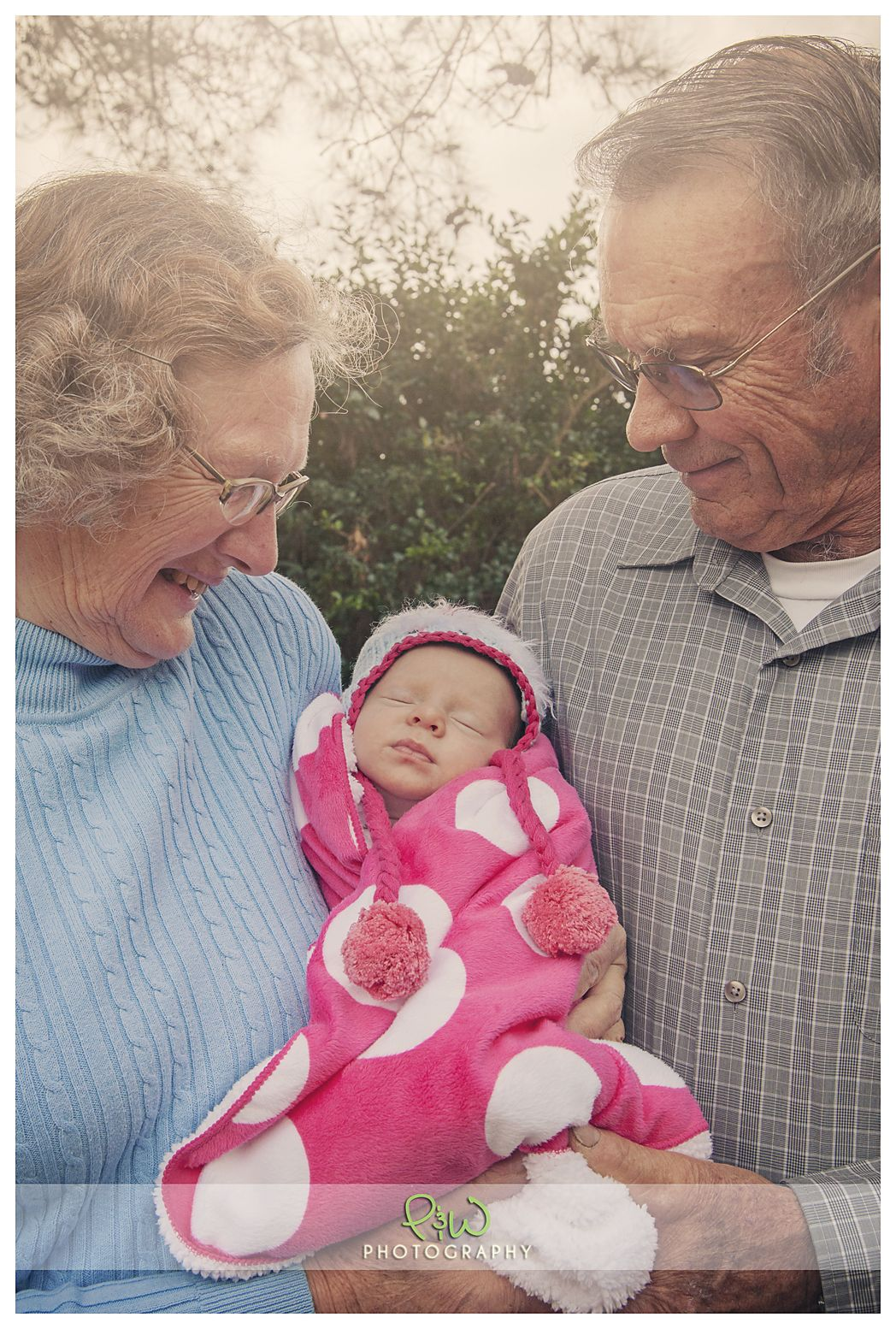 This Grandma and Grandpapa are excited to meet their beautiful granddaughter for the first time. #ideas #inspiration #grandkidsphotography
