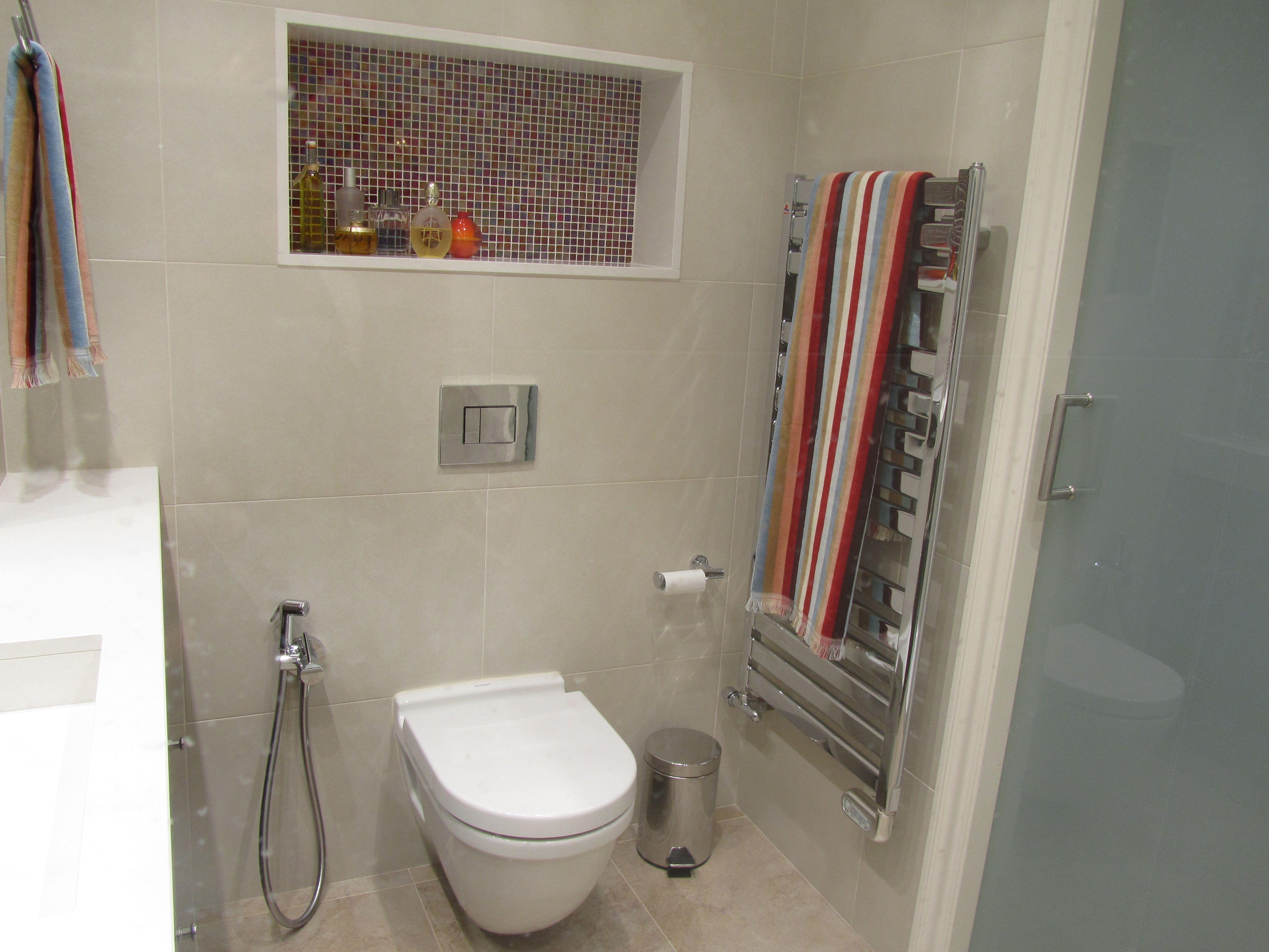 WC suspendido y radiador toallero en acero inox | Baño | Pinterest ...