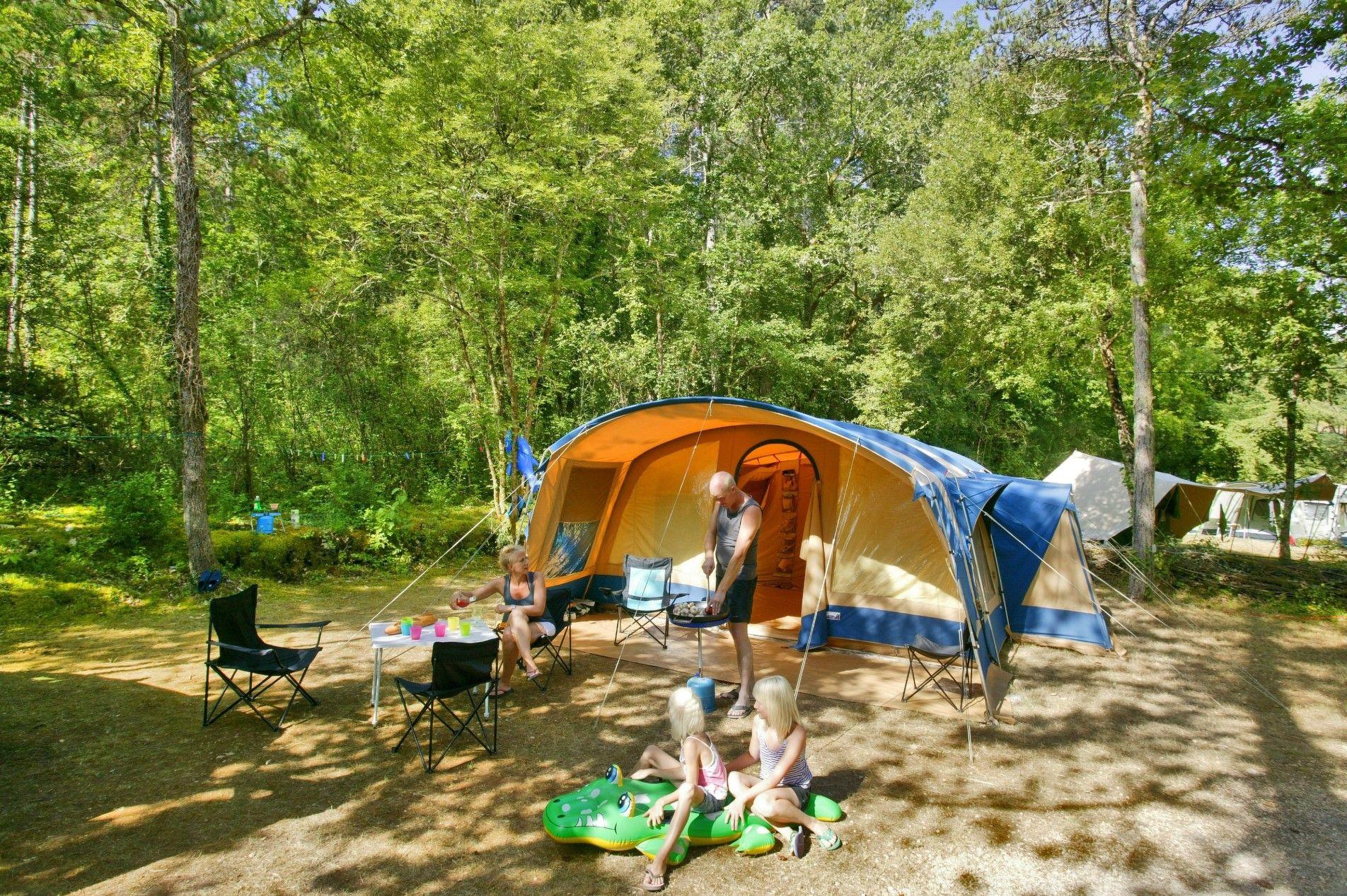 Met Apart Jongeren Veld 14 In 2020 Camping Van Camping Familiecamping