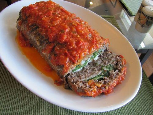 Laminados Meatloaf italiano ... com espinafre, mussarela, tomate fresco e molho de manjericão