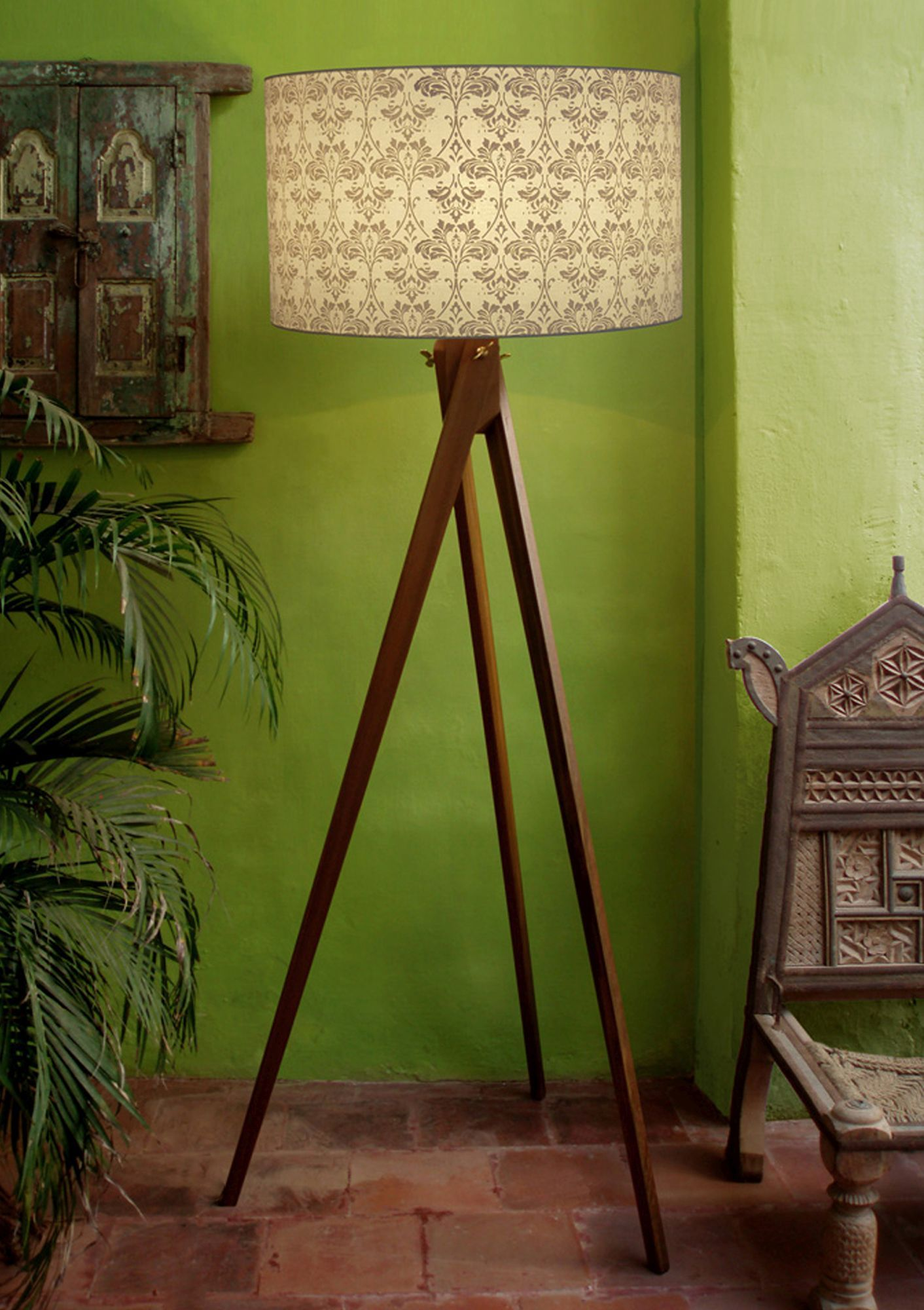 Handcrafted Acanthe Shade With Tripod Floor Stand This floor lamp is  designed to look elegant that