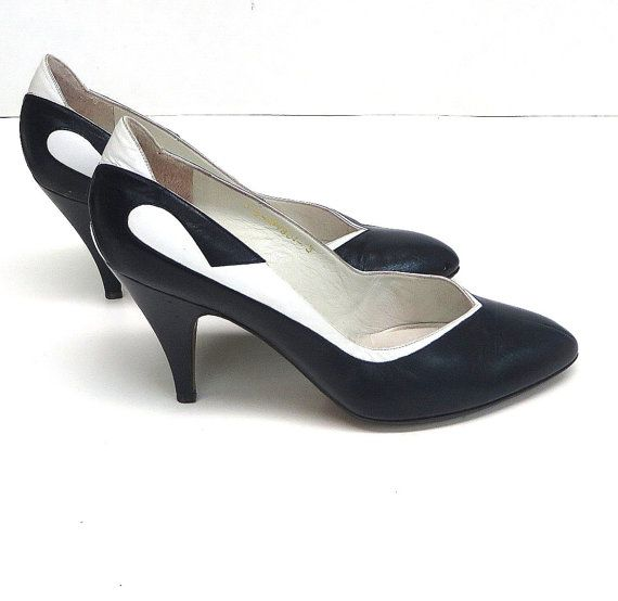 68c449243d9de Vintage des années 1950 Chaussures 50 s noir   blanc cuir pompes 5 ...