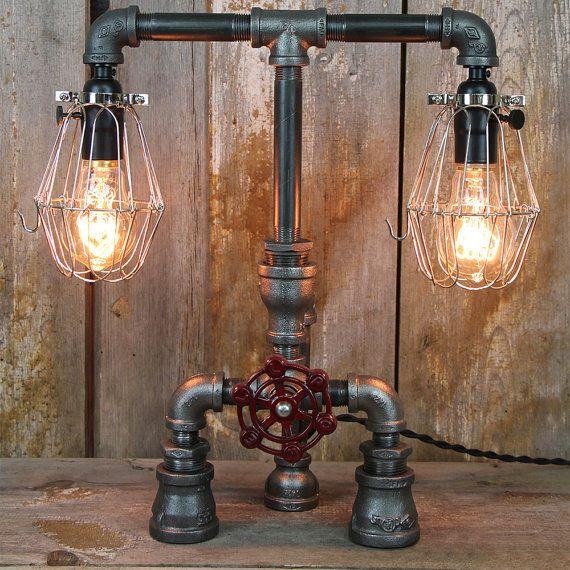 L mpara de mesa industrial con jaulas de acero y bombillas for Mesas industriales vintage