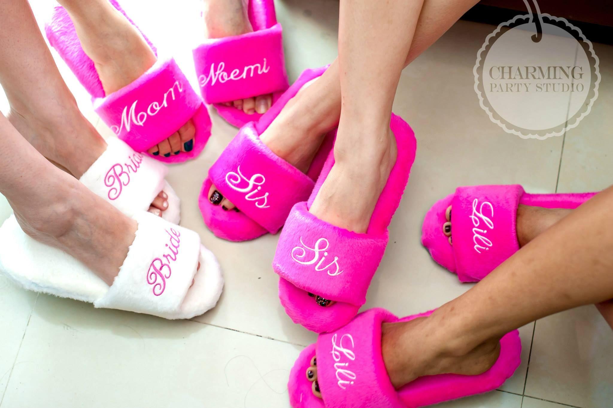Nos encanta la idea de dar pantuflas personalizadas para el getting ...